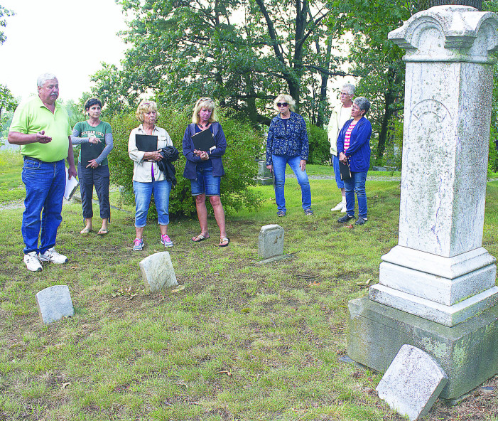Talking dead on walking tour: Oxford's pioneers to be featured at cemetery event