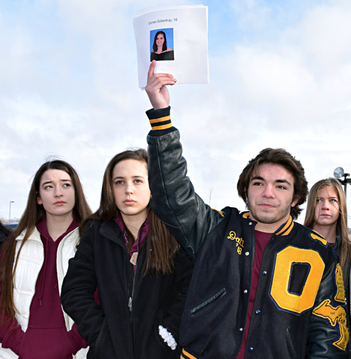 OHS students walk out to honor FL shooting victims