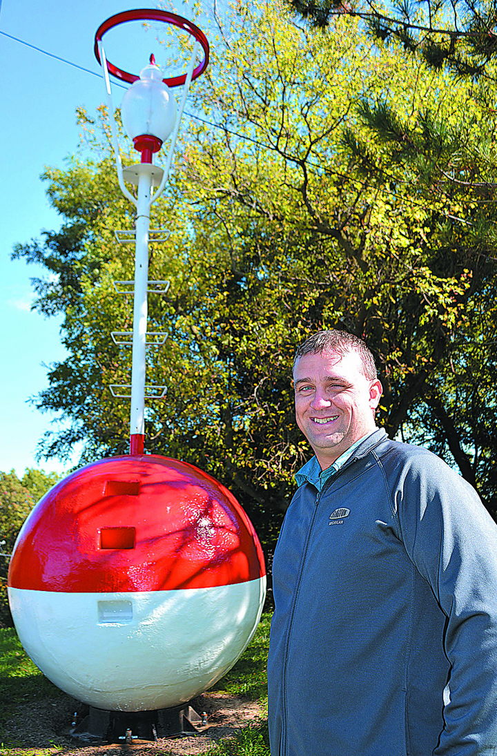 Brian Zuehlk turned this old safe water mark, or buoy, into a piece of yard art that has tongues wagging in Lakeville. Photo by C.J. Carnacchio.