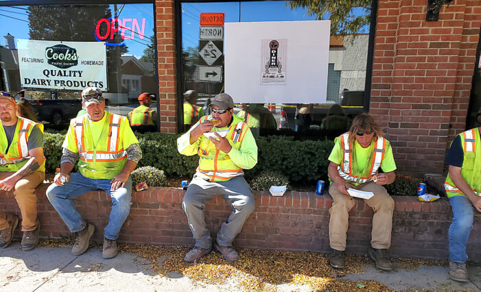 5-1 Diner serves construction workers lunch