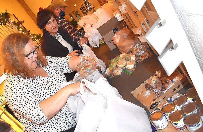 Volunteers help families, individuals in need enjoy Thanksgiving