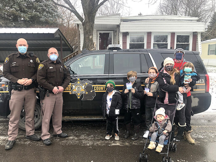 Deputies brighten Christmas for local family