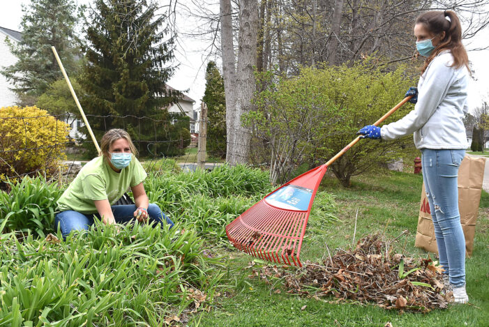 Oxford Gives Back comes back for spring cleanup
