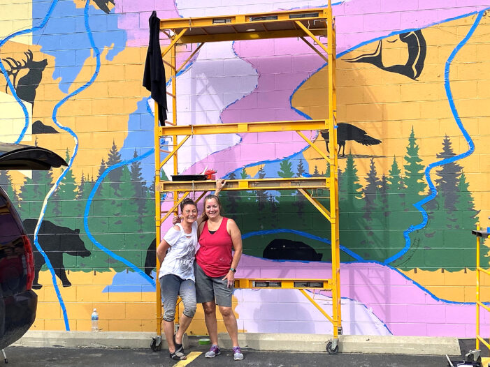 Mainstream Boutique paints new mural for anniversary